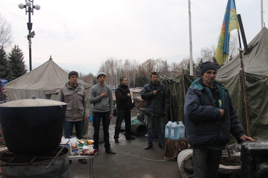 Организаторы акции протеста под горисполкомом призвали заменить чиновников-коррупционеров на своих людей (ФОТО), фото-2