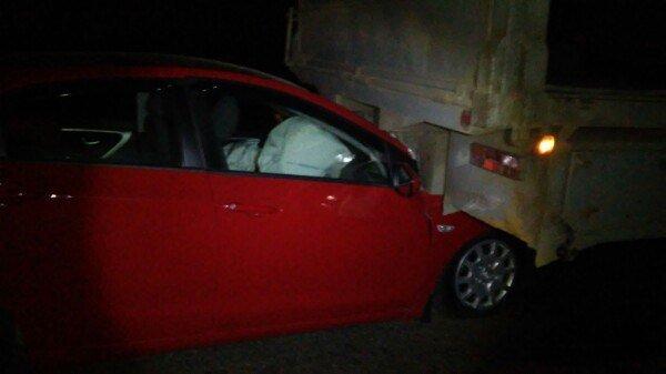 ДТП в Кривом Роге: в темноте женщина влетела под КрАЗ. Малышку на заднем сидении спасло автокресло (ФОТО, ВИДЕО) (фото) - фото 1