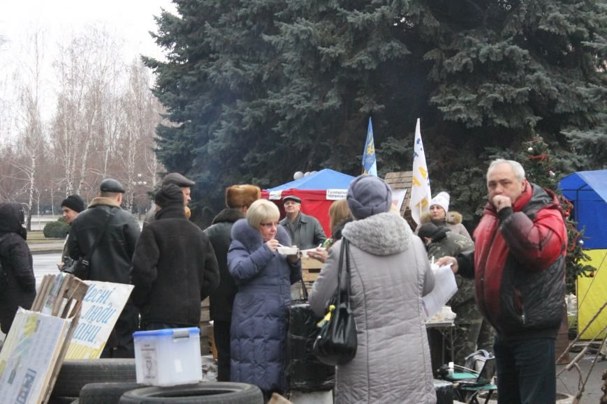 Организаторы акции протеста под горисполкомом призвали заменить чиновников-коррупционеров на своих людей (ФОТО), фото-8