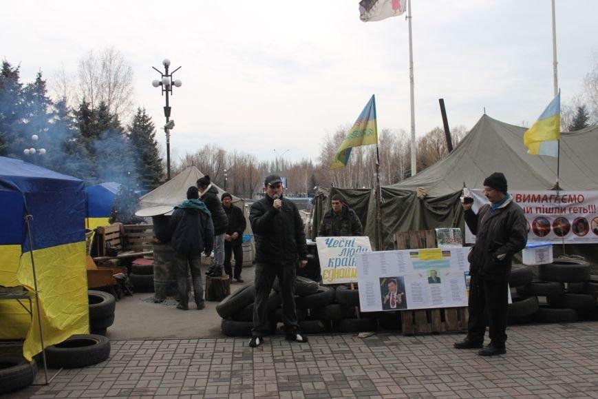 Организаторы акции протеста под горисполкомом призвали заменить чиновников-коррупционеров на своих людей (ФОТО), фото-3