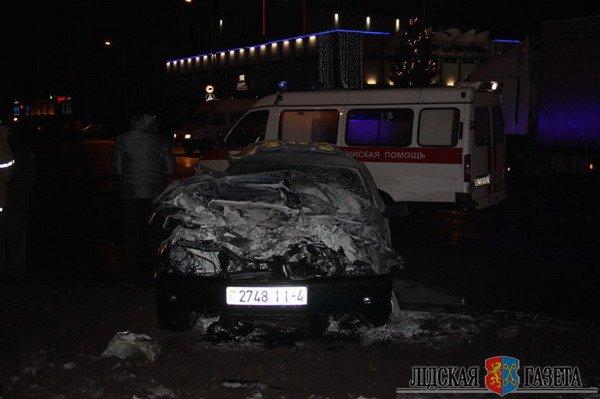 В Лиде пожарная машина после столкновения с БМВ опрокинулась и загорелась (Фото, видео), фото-2