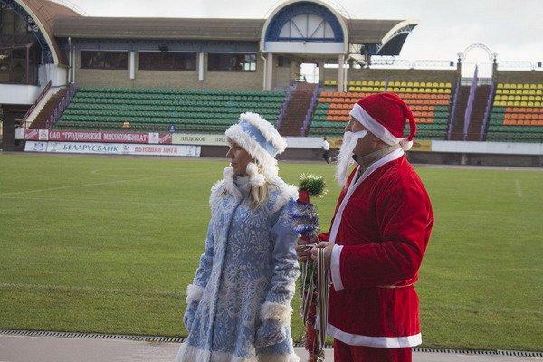 В новогоднем забеге Дедов Морозов приняло участие более 200 гродненцев, фото-7