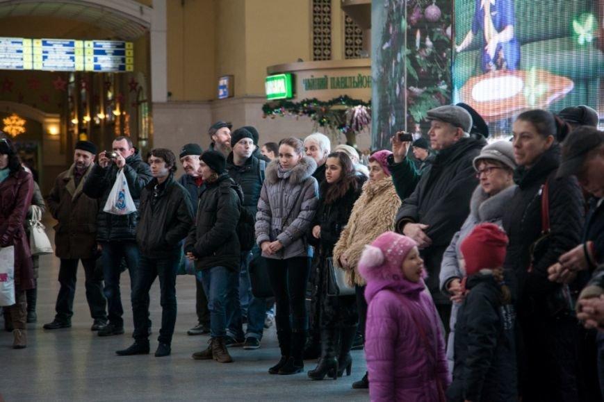 В Харькове на вокзале прошел концерт симфонического оркестра (ФОТО), фото-4