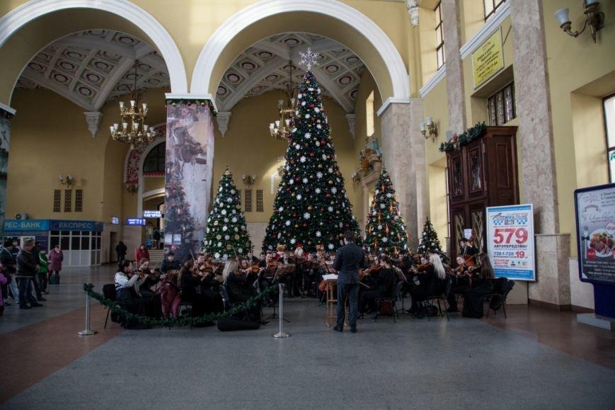 В Харькове на вокзале прошел концерт симфонического оркестра (ФОТО), фото-1