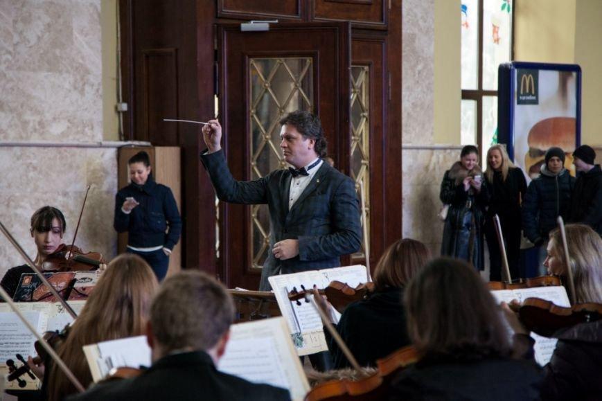 В Харькове на вокзале прошел концерт симфонического оркестра (ФОТО), фото-2