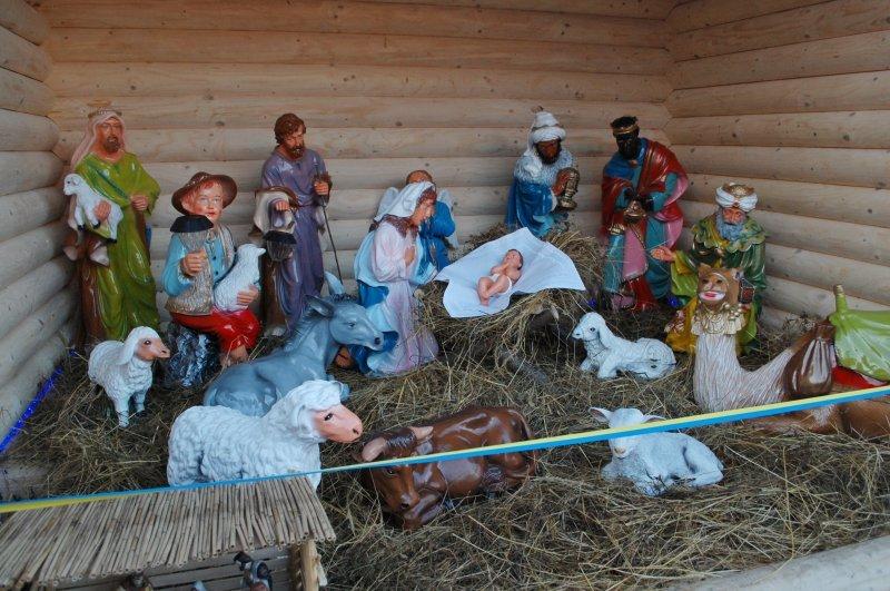 На Центральній площі у Чернівцях освятили Різдвяну шопку (фото) - фото 1
