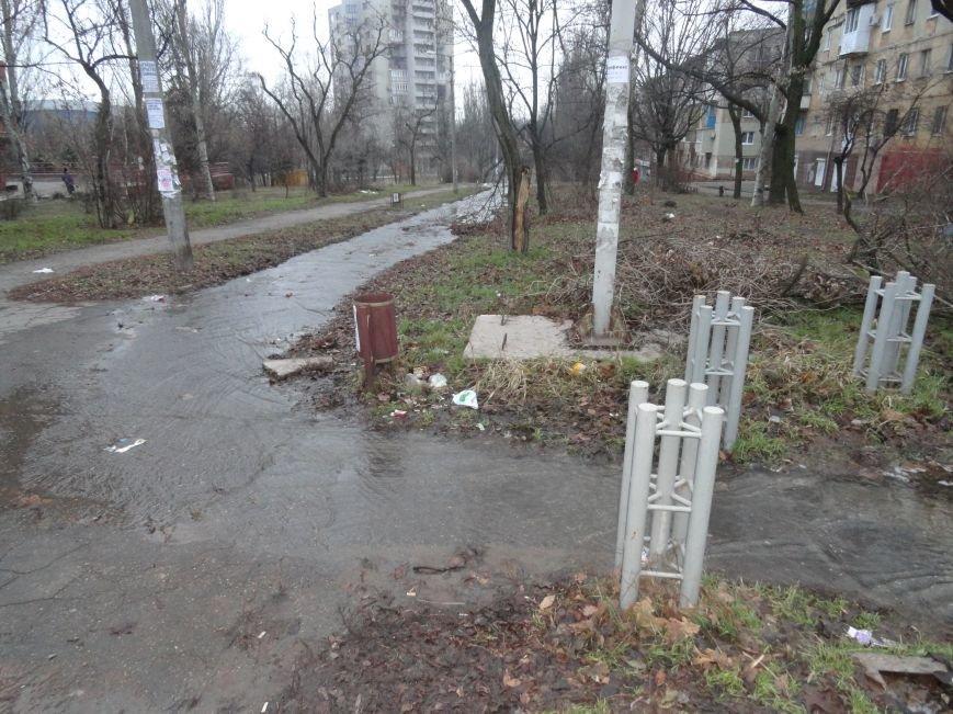 В Мариуполе бульвар превращен в реку (ФОТОФАКТ) (фото) - фото 1