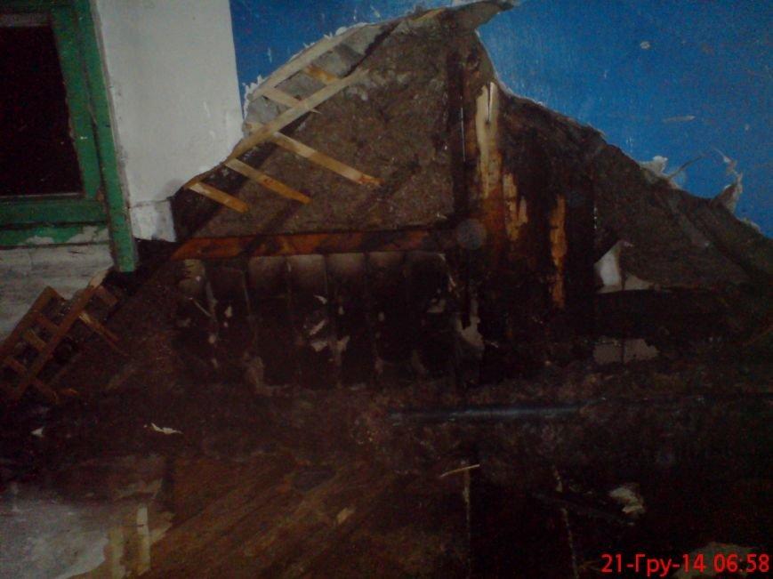 В Кременчуге неизвестный поджёг подъезд жилого дома (ФОТО) (фото) - фото 1