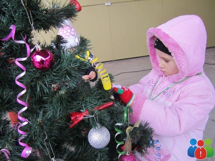 Маленькие криворожане украсили новогодними игрушками парк Правды (ФОТО), фото-10
