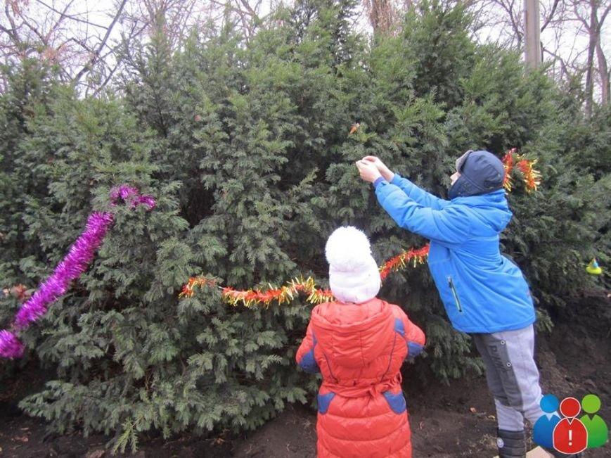 Маленькие криворожане украсили новогодними игрушками парк Правды (ФОТО), фото-12