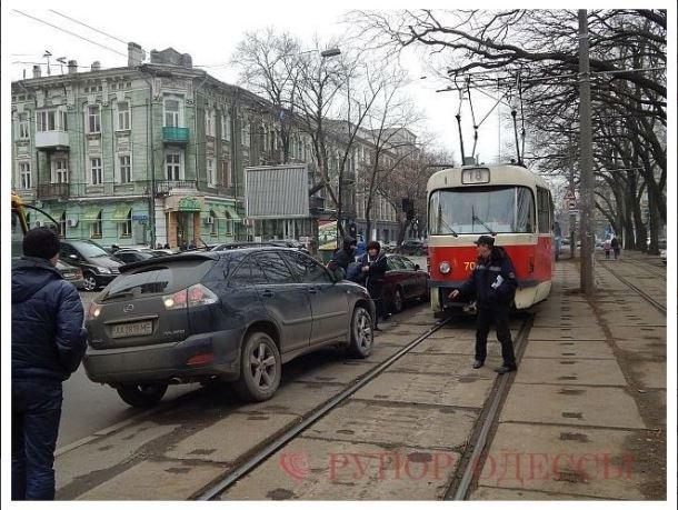 Соратница Скорика на полтора часа остановила трамвайное движение в Одессе (ФОТО) (фото) - фото 1