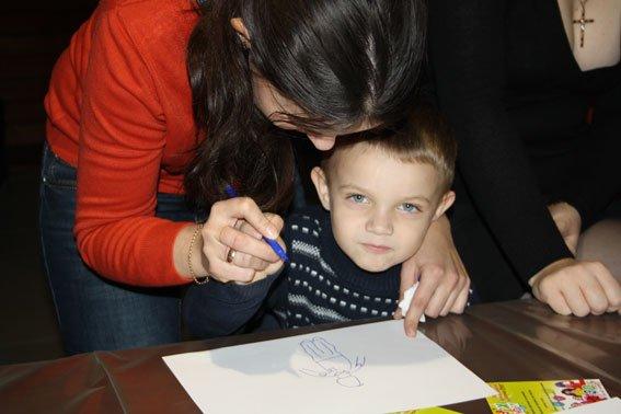 Кременчугских детей научили брать отпечатки пальцев и находить доказательства на месте происшествия (ФОТО) (фото) - фото 1