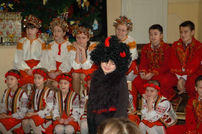 У Львові діти, які мають п'ять та більше братиків та сестричок, отримали від Святого Миколая подарунки (ФОТОРЕПОРТАЖ) (фото) - фото 5