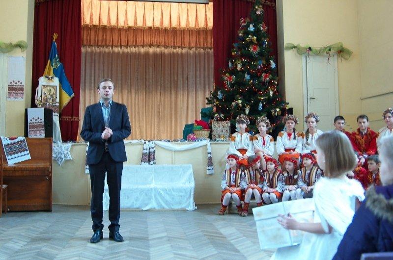У Львові діти, які мають п'ять та більше братиків та сестричок, отримали від Святого Миколая подарунки (ФОТОРЕПОРТАЖ) (фото) - фото 2