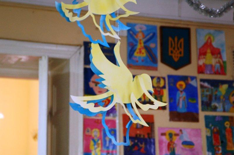 У Львові діти, які мають п'ять та більше братиків та сестричок, отримали від Святого Миколая подарунки (ФОТОРЕПОРТАЖ) (фото) - фото 8