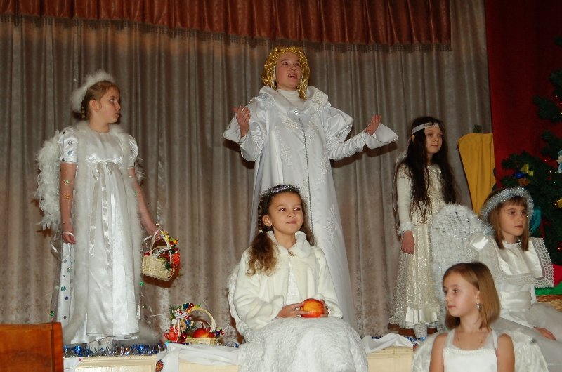У Львові діти, які мають п'ять та більше братиків та сестричок, отримали від Святого Миколая подарунки (ФОТОРЕПОРТАЖ) (фото) - фото 4
