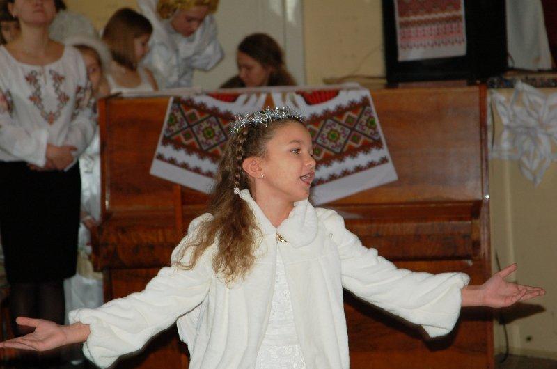 У Львові діти, які мають п'ять та більше братиків та сестричок, отримали від Святого Миколая подарунки (ФОТОРЕПОРТАЖ) (фото) - фото 6