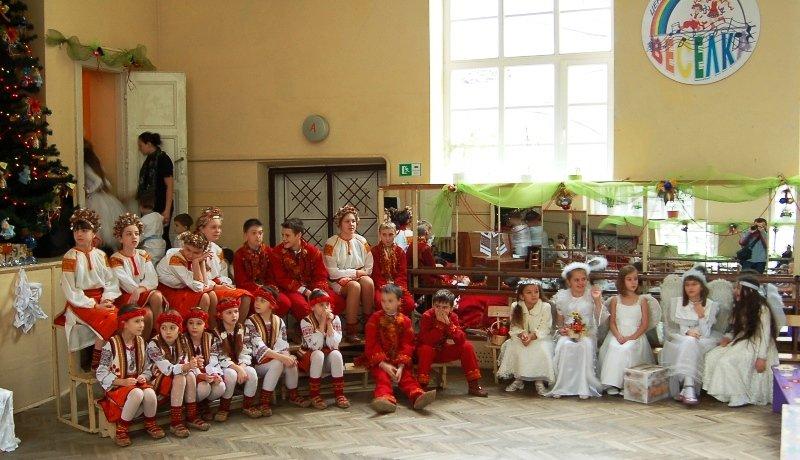 У Львові діти, які мають п'ять та більше братиків та сестричок, отримали від Святого Миколая подарунки (ФОТОРЕПОРТАЖ) (фото) - фото 1