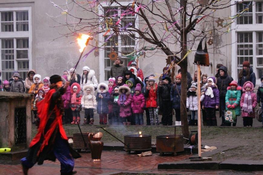 Святий Миколай разом із львівським театром привітали діток, батьки яких служать в АТО (ФОТО) (фото) - фото 2