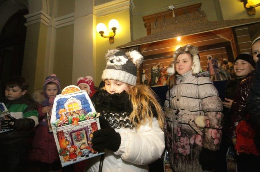 Святий Миколай разом із львівським театром привітали діток, батьки яких служать в АТО (ФОТО) (фото) - фото 1