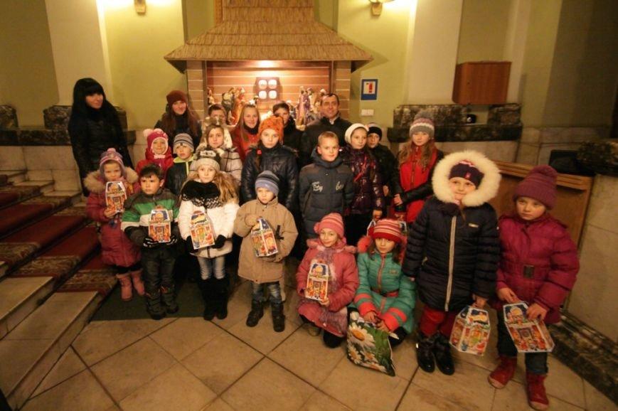 Святий Миколай разом із львівським театром привітали діток, батьки яких служать в АТО (ФОТО) (фото) - фото 3