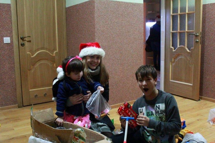 Святий Миколай прийшов до малюків-переселенців (ФОТОРЕПОРТАЖ) (фото) - фото 11