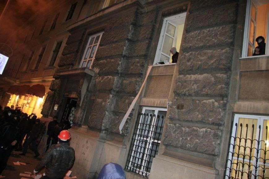 У Львові відреставрували вітражі, які були пошкоджений під час «Ночі гніву» у прокуратурі (ФОТОРЕПОРТАЖ) (фото) - фото 9