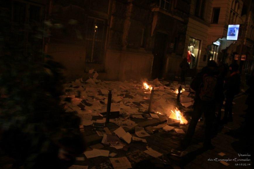 У Львові відреставрували вітражі, які були пошкоджений під час «Ночі гніву» у прокуратурі (ФОТОРЕПОРТАЖ) (фото) - фото 2