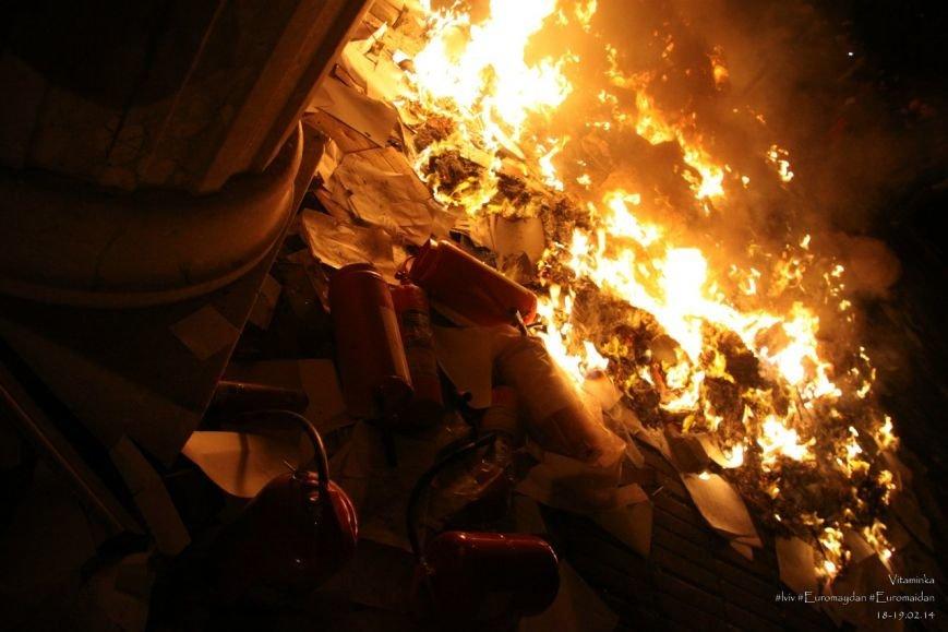 У Львові відреставрували вітражі, які були пошкоджений під час «Ночі гніву» у прокуратурі (ФОТОРЕПОРТАЖ) (фото) - фото 6