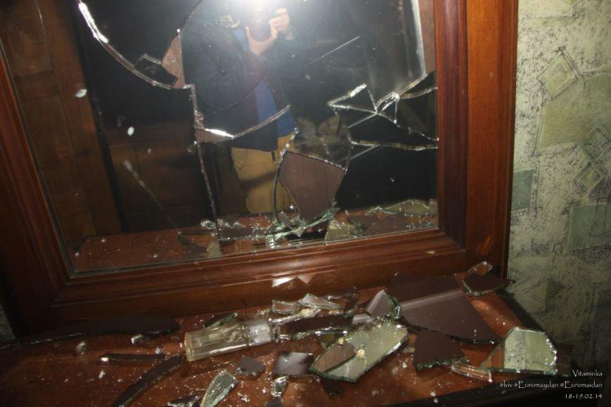 У Львові відреставрували вітражі, які були пошкоджений під час «Ночі гніву» у прокуратурі (ФОТОРЕПОРТАЖ) (фото) - фото 7