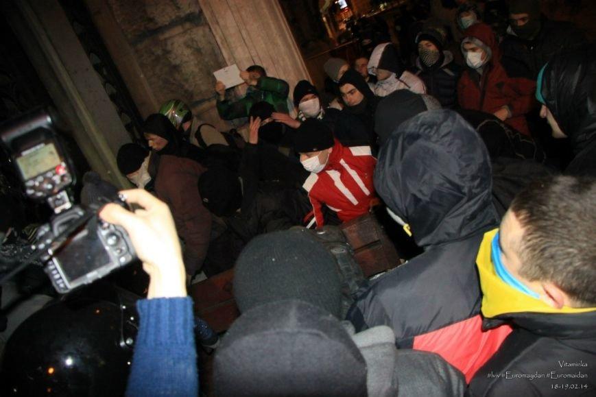 У Львові відреставрували вітражі, які були пошкоджений під час «Ночі гніву» у прокуратурі (ФОТОРЕПОРТАЖ) (фото) - фото 8