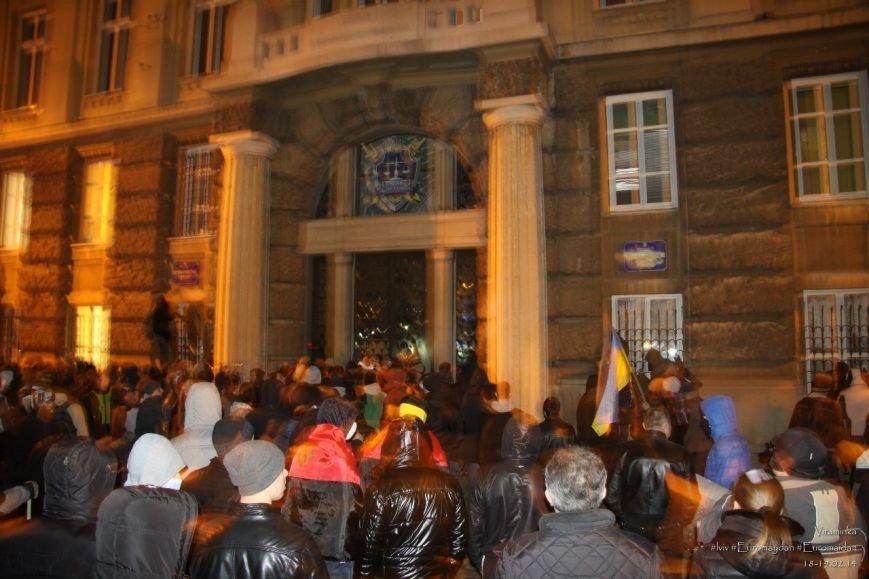 У Львові відреставрували вітражі, які були пошкоджений під час «Ночі гніву» у прокуратурі (ФОТОРЕПОРТАЖ) (фото) - фото 4