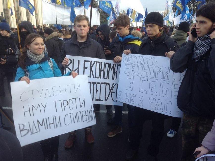 Возле ВР около тысячи митингующих перекрыли улицу Грушевского (добавлено ФОТО) (фото) - фото 1