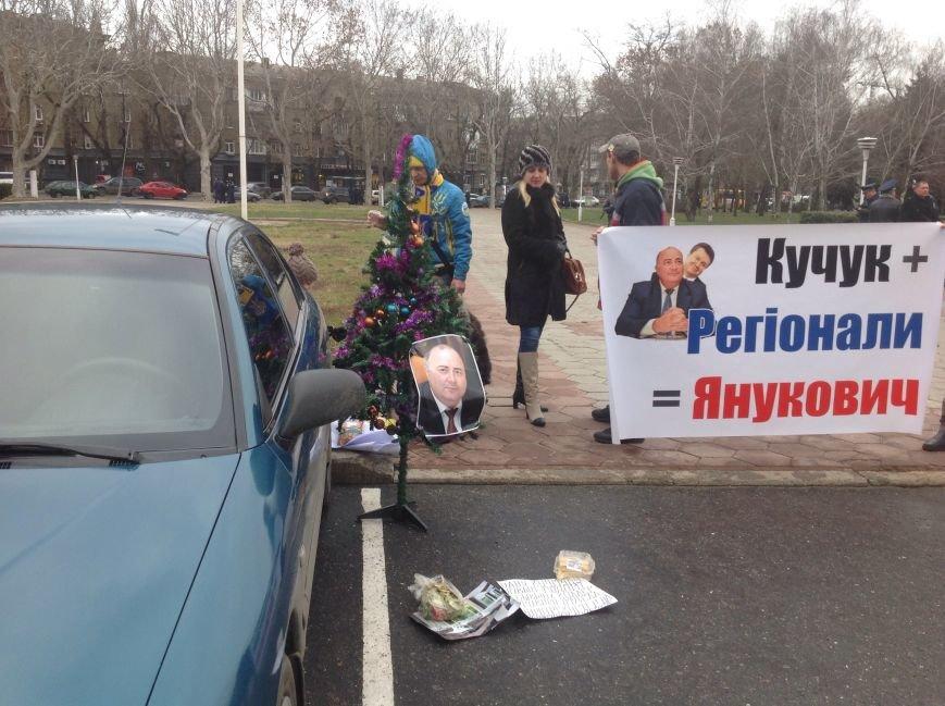 Кучука в память о майдане наградили елкой (ФОТО), фото-3
