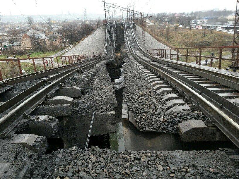Взорван мост в Мариуполе (фото) - фото 2