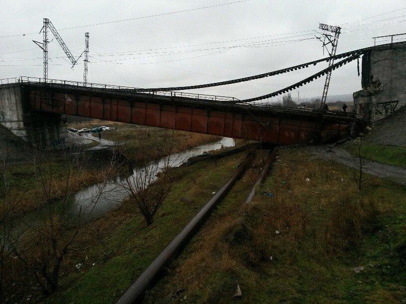 Взорван мост в Мариуполе (фото) - фото 1