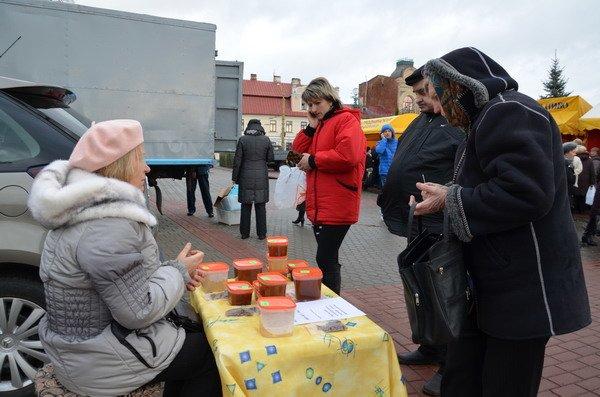 Фоторепортаж: новогодняя ярмарка в центре Гродно собирает большие очереди, фото-14