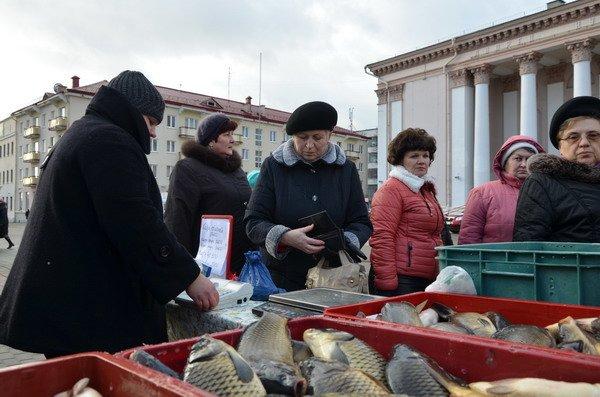 Фоторепортаж: новогодняя ярмарка в центре Гродно собирает большие очереди, фото-10