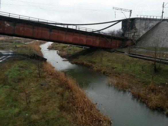Через підрив мосту, потяг Маріуполь-Львів не курсує (ФОТО) (фото) - фото 2