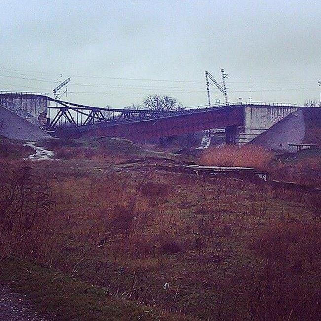 Через підрив мосту, потяг Маріуполь-Львів не курсує (ФОТО) (фото) - фото 1