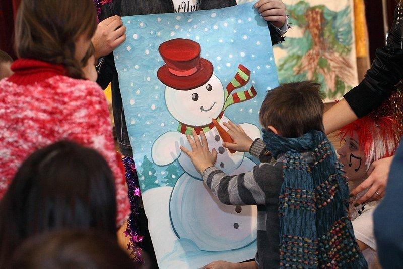 Под Новый год запорожские волонтеры привезли в интернат сказку, фото-6