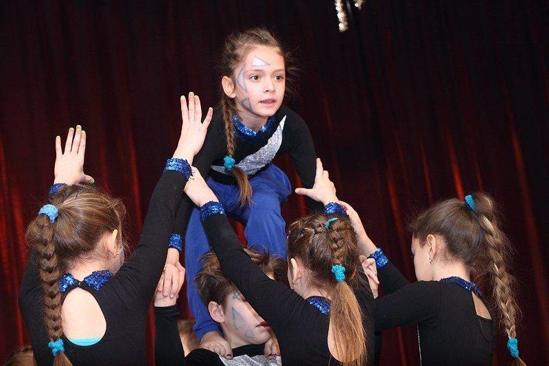 Под Новый год запорожские волонтеры привезли в интернат сказку (фото) - фото 5