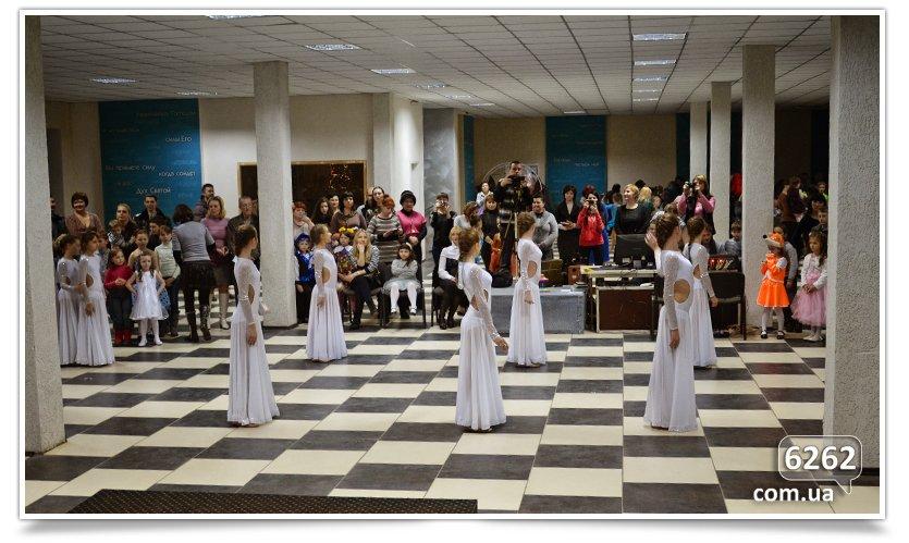 В Славянске детям-переселенцам устроили грандиозный праздник. (фото) - фото 5