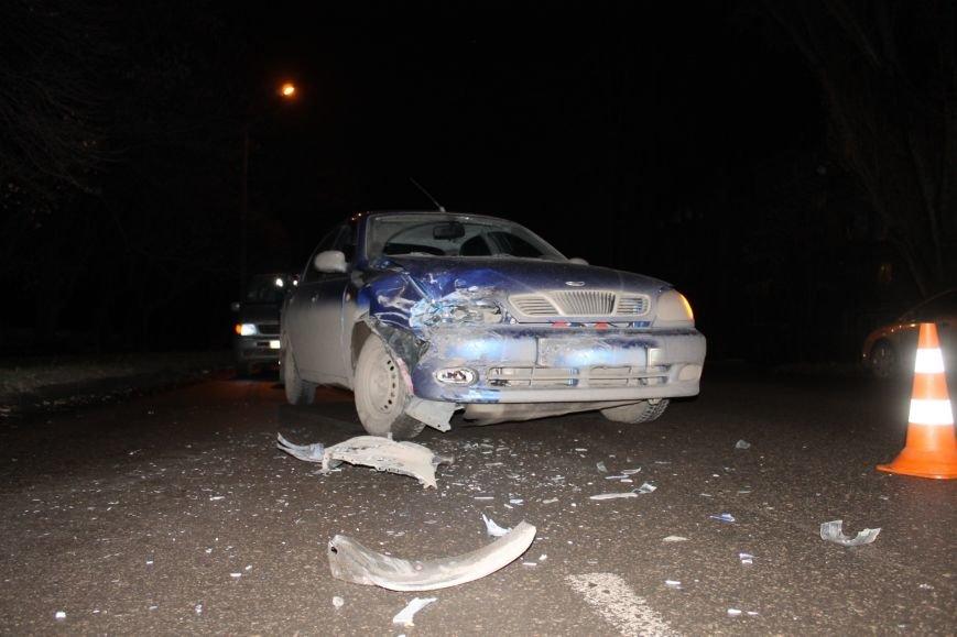 ДТП в Кривом Роге: в темноте «Дэу Ланос»  влетел в припаркованный «Ниссан» через секунду после того, как из машины вышел водитель (ФОТО), фото-2