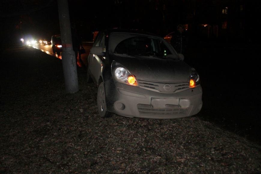 ДТП в Кривом Роге: в темноте «Дэу Ланос»  влетел в припаркованный «Ниссан» через секунду после того, как из машины вышел водитель (ФОТО), фото-1