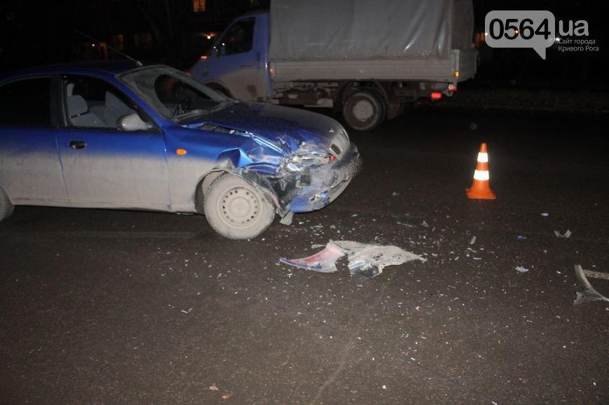 В Кривом Роге в темноте «Дэу Ланос» влетел в припаркованный «Ниссан», чернобыльцы пригрозили протестами, а сессию горсовета перенесли (фото) - фото 1