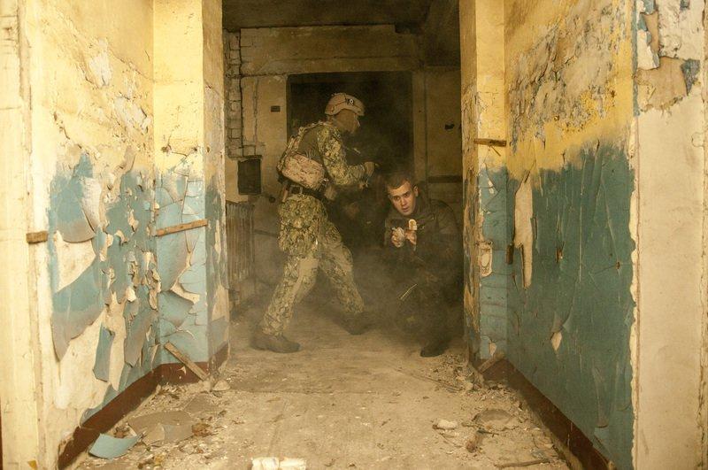 ФОТОРЕПОРТАЖ: Запорожская Самооборона Майдана провела показательные учения с захватом здания (фото) - фото 1