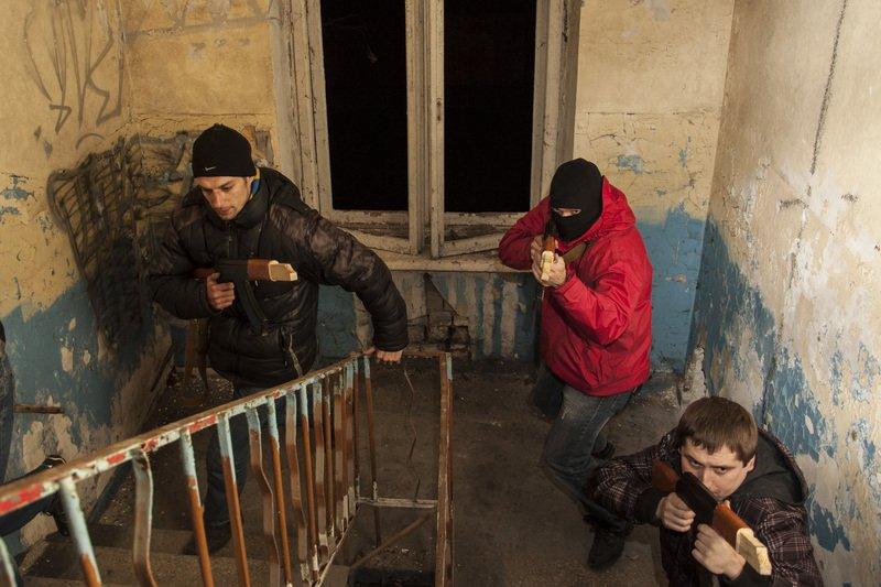ФОТОРЕПОРТАЖ: Запорожская Самооборона Майдана провела показательные учения с захватом здания (фото) - фото 3