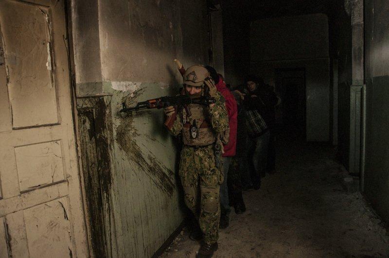 ФОТОРЕПОРТАЖ: Запорожская Самооборона Майдана провела показательные учения с захватом здания (фото) - фото 4