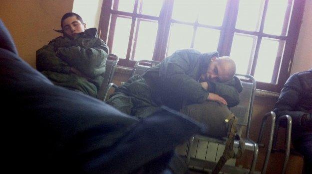 9af0872-rostov-russian-soldiers-sleeping (1)